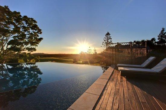 La Vista Byron Bay: Sunrise Pool Side