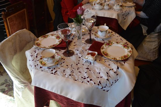 Lakeport English Inn Table setting for Victorian High Noon Tea at Christmas Time & Table setting for Victorian High Noon Tea at Christmas Time ...