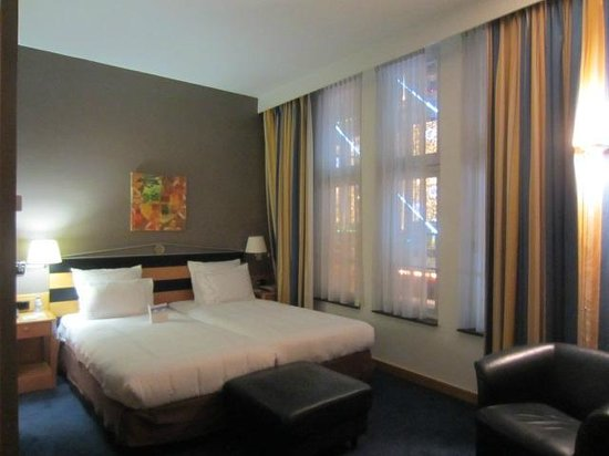 Swissotel Amsterdam: View of Room from entry