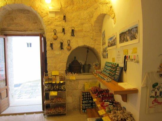 The Trulli of Alberobello: アルベロベッロのトゥルッリ・・・家の中の様子