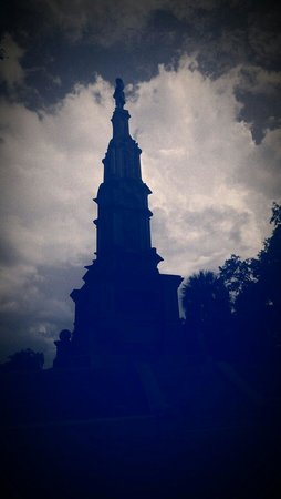 Forsyth Park: Soldier's monument.