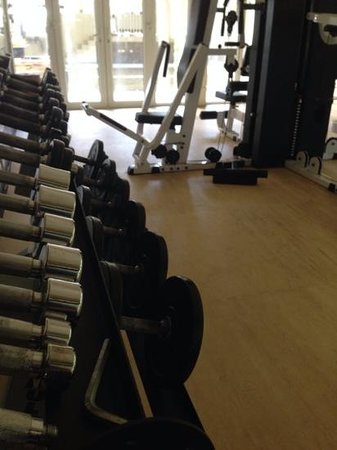 Banyan Tree Seychelles: gym 2 - note that just outside of the picture one of the weights is actually missing one end. th