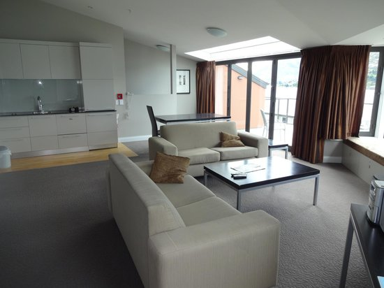 Oaks Shores : The upstairs loungeroom of the penthouse