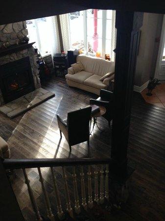 Auberge Le Voyageur: Common Living Room
