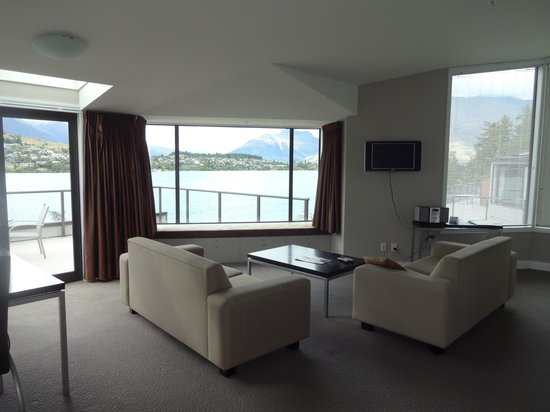 Oaks Shores : Upstairs loungroom in the penthouse