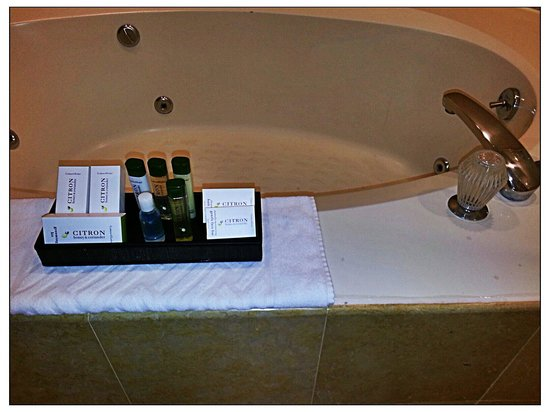 DoubleTree by Hilton Hotel Sonoma Wine Country: Nice toiletries