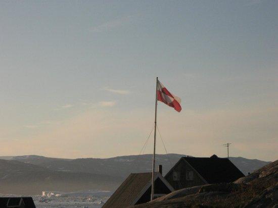 Hotel The Red House: bandiera groenlandese, simboleggia i sei mesi di giorno e i sei mesi di buio