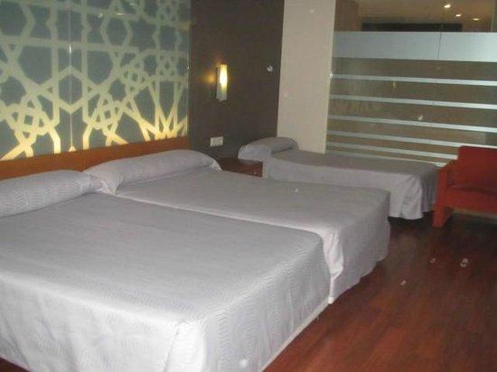 Hotel Granada Palace: Habitación doble con cama supletoria
