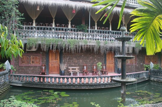 Angkor Spirit Palace : вид с дворика