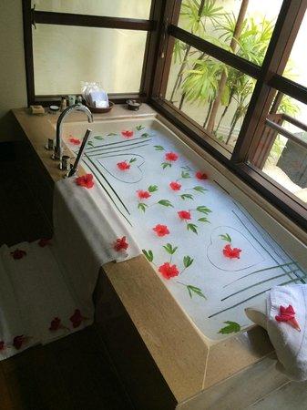 Four Seasons Resort Maldives at Kuda Huraa : Shameem s decorations