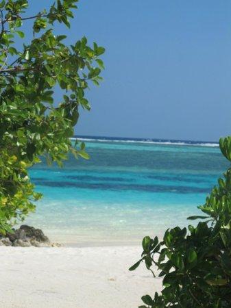 Four Seasons Resort Maldives at Kuda Huraa : Beach Sunrise side