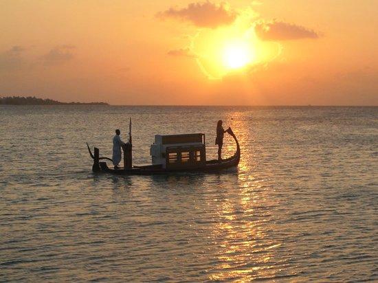 Four Seasons Resort Maldives at Kuda Huraa : Sunset