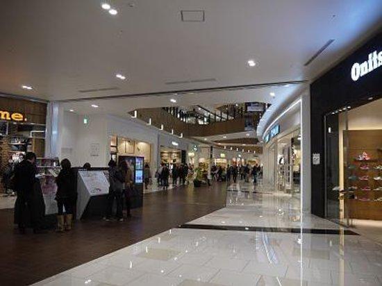 Aeon Mall Makuhari Shintoshin: ionmo-ru