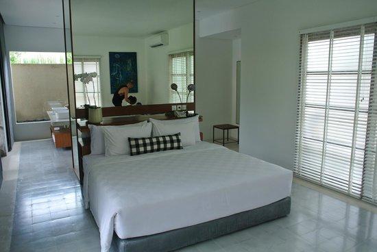 Uma Sapna: Bed