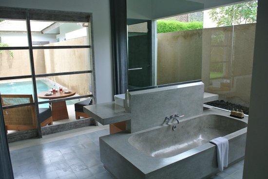 Uma Sapna: Bathroom