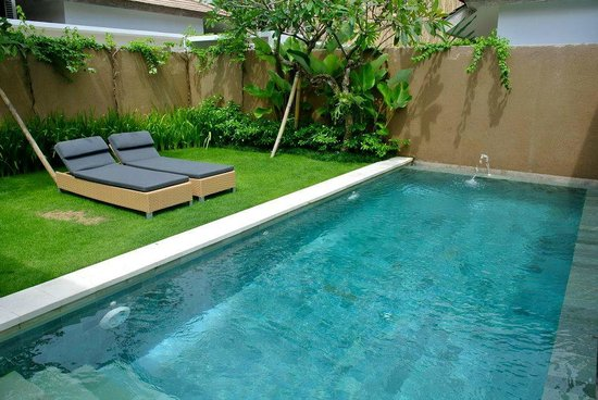Uma Sapna: Pool at executive villa