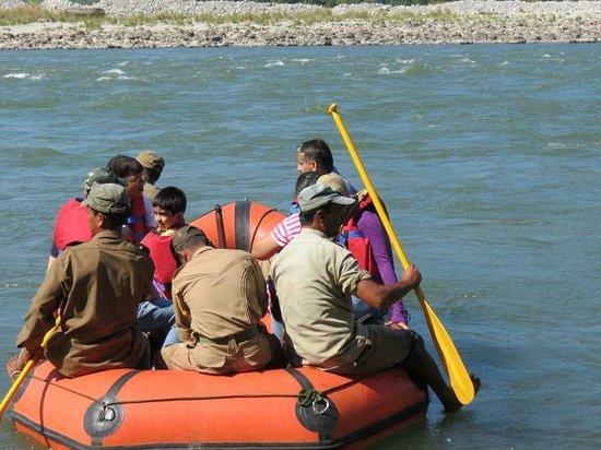 Bansbari Lodge: Slow water rafting on manas river