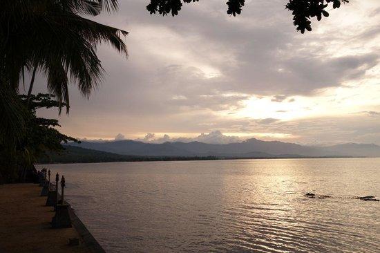 Nugraha Lovina Seaview Resort: Matahari terbenam difoto dari hotel