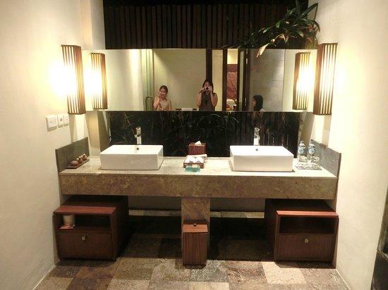 Kanishka Villas: bathroom