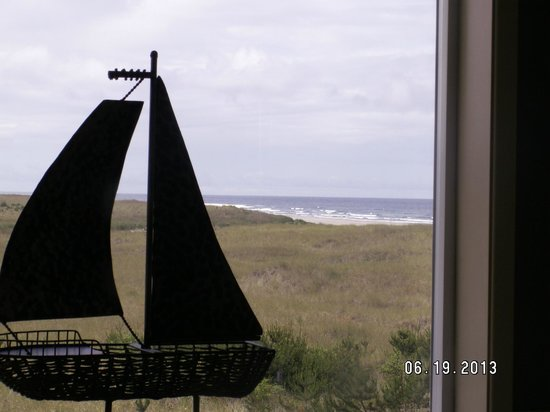 Campbell House at Klipsan Beach : View from the tub