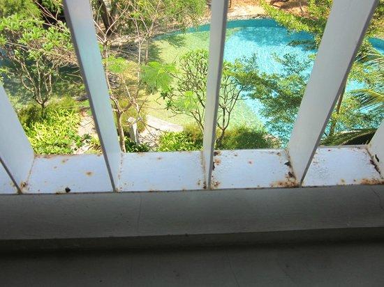 Courtyard Bali Nusa Dua Resort: Rusty balcony