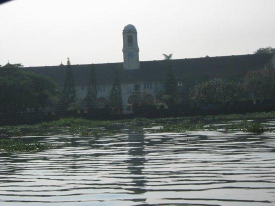Paradesi Synagogue : the backwaters of kochi