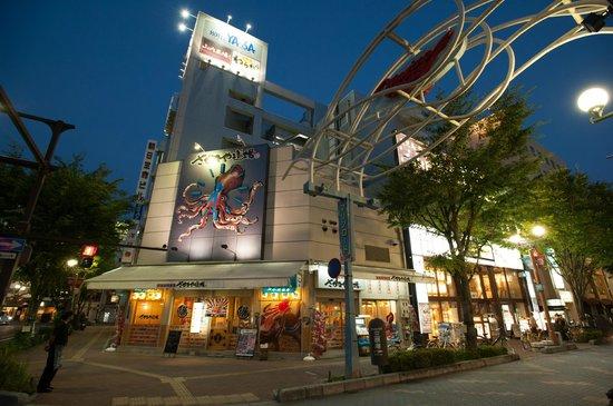 Hotel Yassa : ホテル外観 夜景