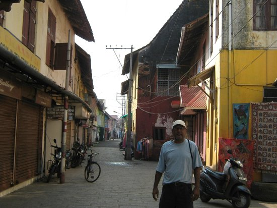 Paradesi Synagogue : the village leading to the synagogue