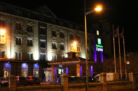 Holiday Inn Express Edinburgh - Waterfront : Holiday Inn in der Nacht