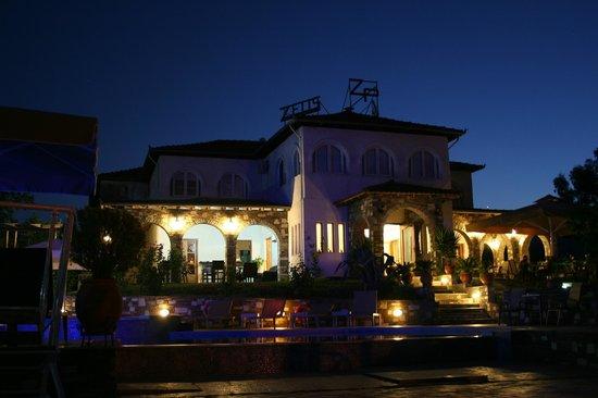 Hotel Zeus: In the evening