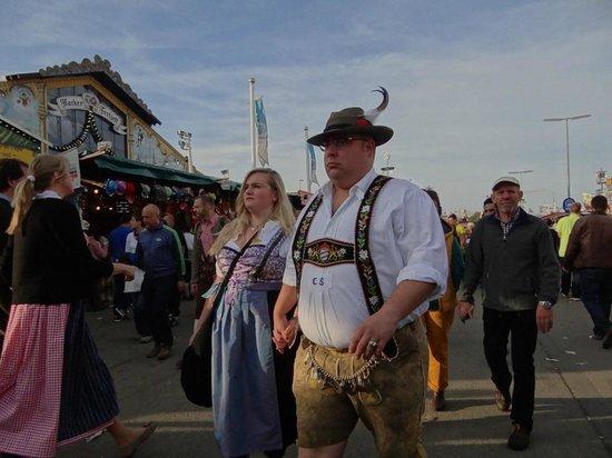 Theresienwiese: Национальные костюмы