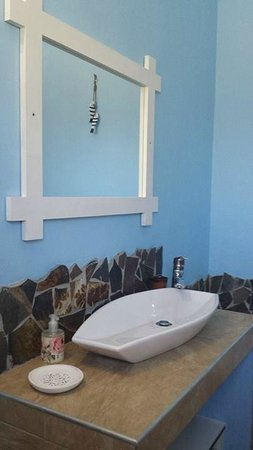 Caotinha Guest Cottage: Full bathroom