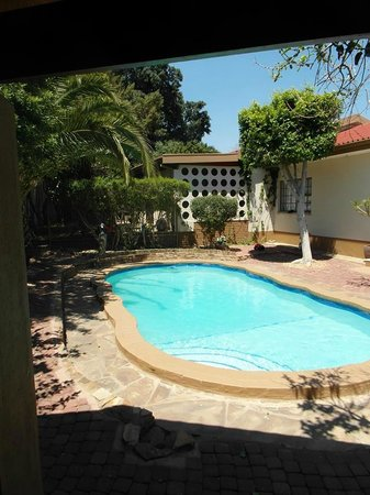 Caotinha Guest Cottage: Secured Swimming Pool