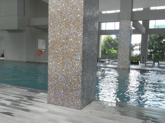 V Hotel Lavender: The Pool
