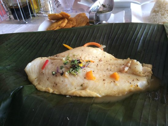 La Luna Lyn Restaurant: Red snapper baked in a banana tree leaf.