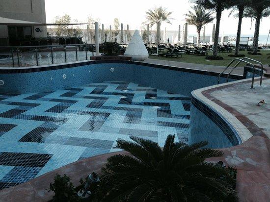 Bahi Ajman Palace Hotel: Wartungsarbeiten am Pool