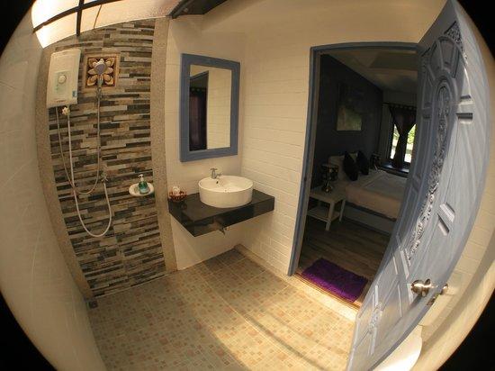 Soontreeya Lanta: Clean and fresh bathroom