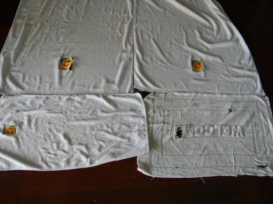 Chaweng Lakeview Condotel : Это полотенца. Видимо ещё с того года, как отель построили