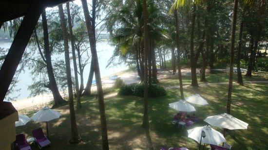 Dusit Thani Laguna Phuket : zicht op de laguna vanuit het terras van mijn kamer
