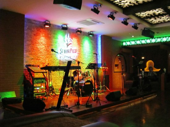 Mexicano Restaurante Live Band Stage
