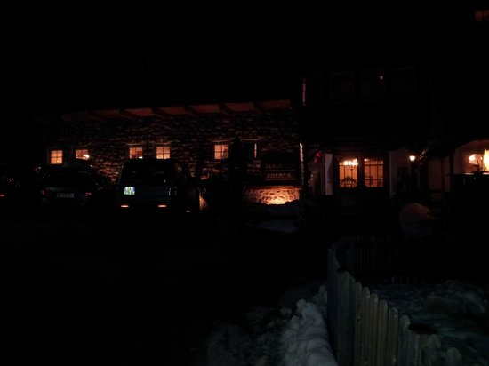 Arnica Mountain Hotel: Esterno hotel in notturna