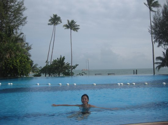 Nirwana Gardens - Nirwana Resort Hotel: Nice view from the pool overlooking the vast sea. Downside, can be crowded at times.