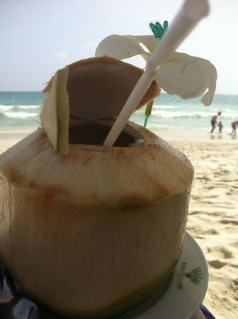 Banana Fan Sea Resort: coconut juice