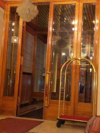 Arbat Hotel: entrance
