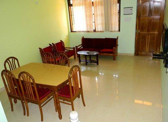 Simoes Residency : Dining