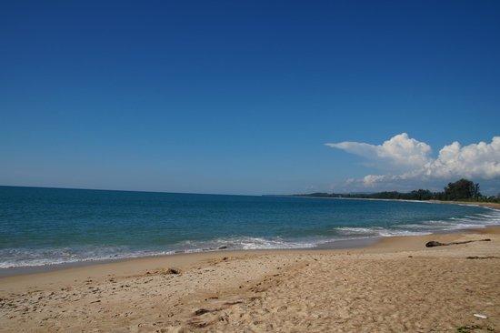 Cachet Resort Dewa Phuket - Nai Yang Beach : Long long beach