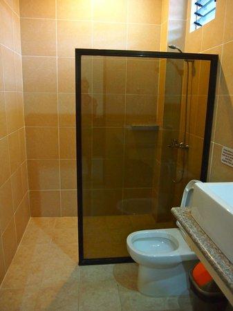 Alona Northland: Bathroom Deluxe Double Room