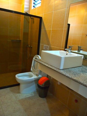 Alona Northland: Bathroom