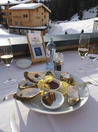 Hotel Goldener Berg: Köstliche Austern und Champagner auf der Sonnenterrasse