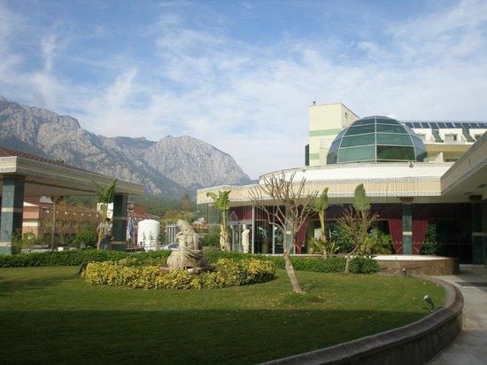 SENTIDO Palmet Resort: Отель и его окрестиности